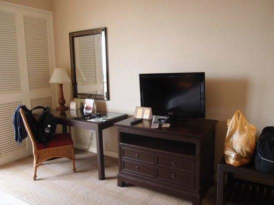 Hotel Equatorial Melaka: nice tv