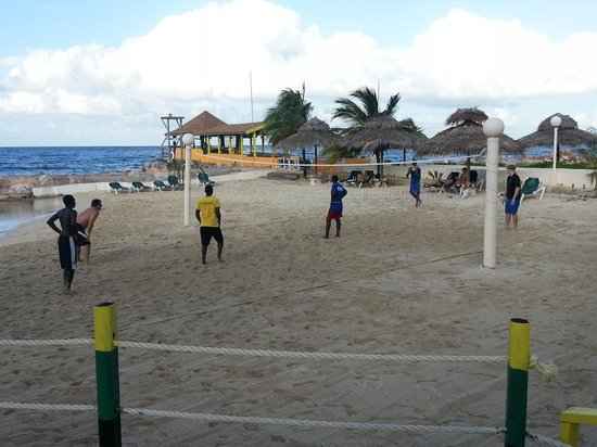 Club Ambiance: Beach Volleyball every afternoon