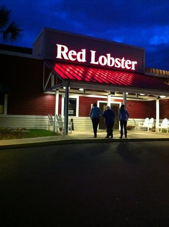 Red Lobster: Outside the restaurant after dinner.