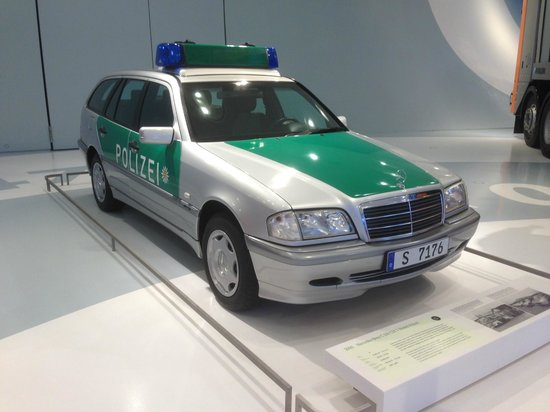 voiture de police allemande picture of mercedes benz museum stuttgart tripadvisor. Black Bedroom Furniture Sets. Home Design Ideas
