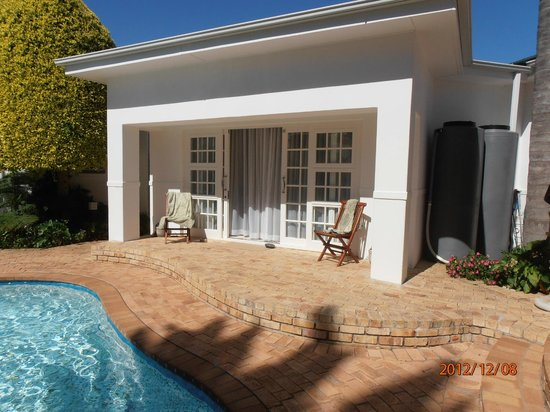 Endless Summer Guest House: Terrasse