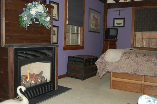 Glenwood Mill Bed & Breakfast: Orchard View Suite