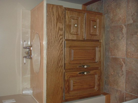 Sportsmen Inn: All bathrooms are newly remodeled.