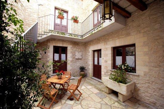 Pietre antiche appartamenti updated 2017 prices guest for Case antiche ristrutturate
