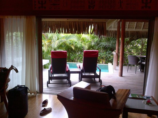 InterContinental Moorea Resort & Spa: Looking out of room to private plunge pool
