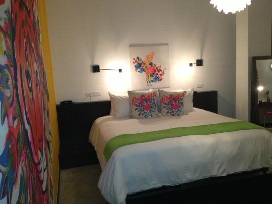 Tantalo Hotel / Kitchen / Roofbar: art on pillows!