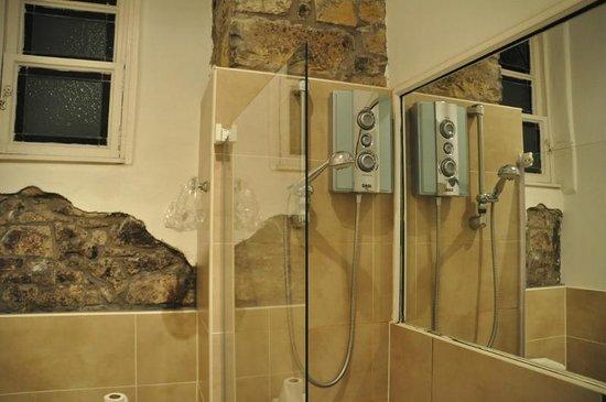 Stay Edinburgh City Apartments - Royal Mile: bathroom