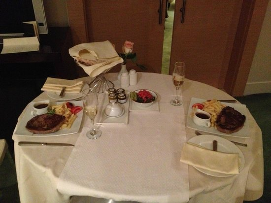 Sofitel Cairo El Gezirah: Room service (Sirloin steak)