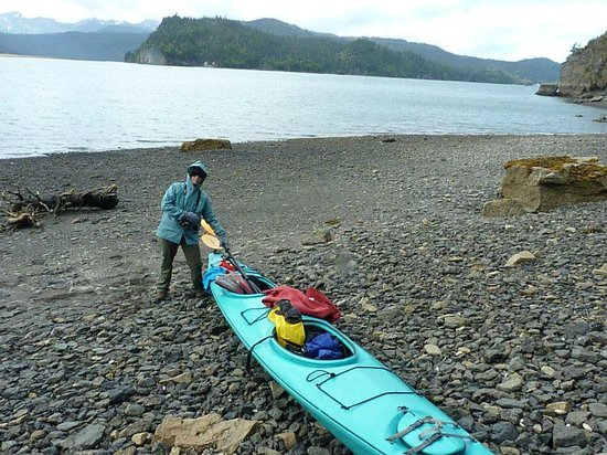 Hideaway Cove Wilderness Lodge: Sea Kayaking and remote beach combing