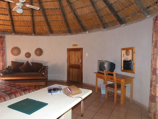 Gooderson DumaZulu Lodge and Traditional Zulu Village: Inside our room
