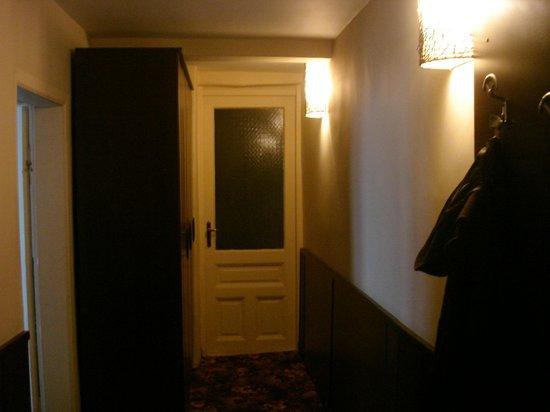 Hotel The House: corridor