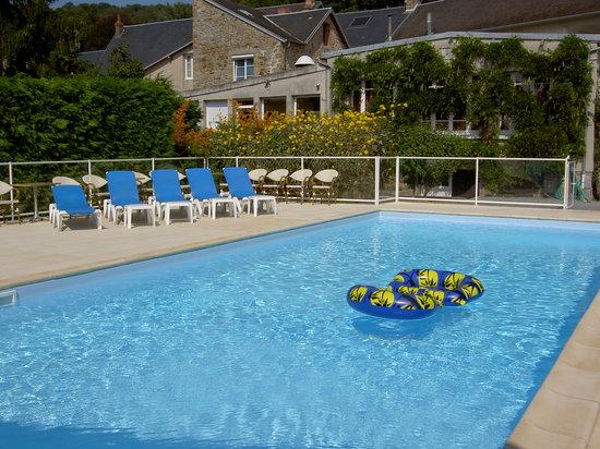 Hôtel - Restaurant Des Bains : La piscine vous attend...