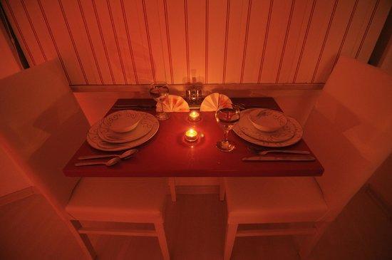 Taxim Elegance Suites: Dinner Table
