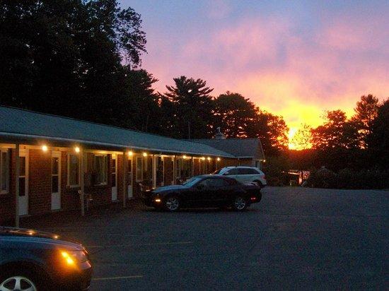Julie's Motor Inn: Morning Sunrise