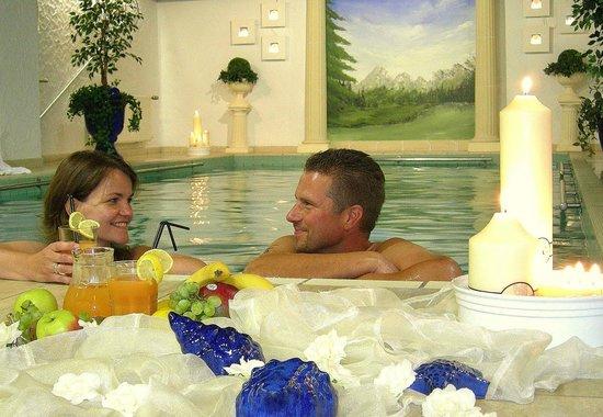 Hotel Hubertus Garni: Lust auf ... romantisches Schwimmen bei Kerzenschein?
