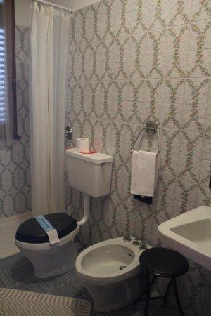 Albergo Monterosa: bagno della stanza
