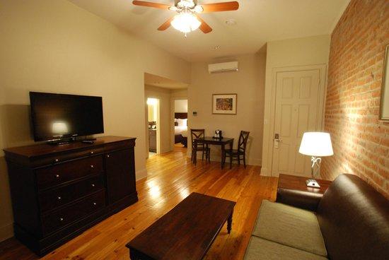 إن أون سانت بيتر: Living Room in our Two Bedroom Suite