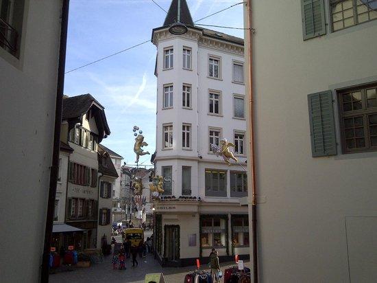 ฮิลตัน บาเซล โฮเต็ล: Basel town