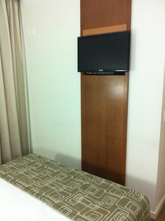 Quality Suites Long Stay Bela Cintra: tv do quarto