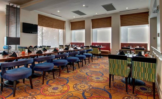 Hilton Garden Inn Detroit Metro Airport: Restaurant