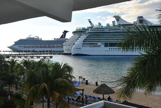 El Cid La Ceiba Beach Hotel: No beach view, just boats