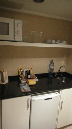 Loi Suites Arenales Hotel: cozinha do quarto