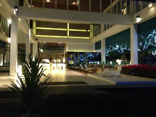 Nap Patong: Lobby