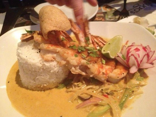 Hugo's Lounge: Thai curry - the king prawns were skewed together