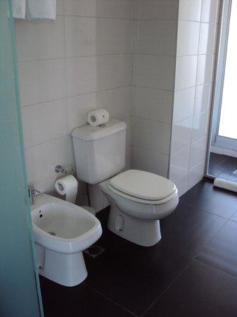 Costa Colonia Riverside Boutique Hotel: El baño de la habitación.
