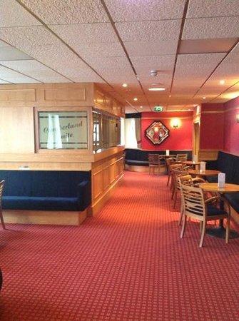 Doric Hotel: bar in the cumberland