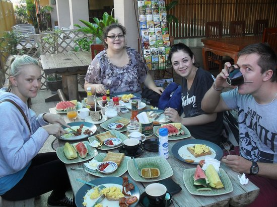 Thaphae Garden Guesthouse: American Brekky