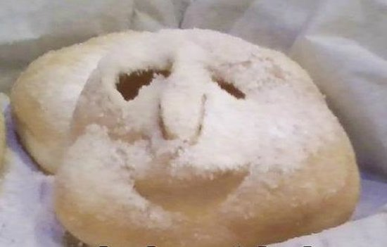 Cafe Zydeco: even the beignets are happy (random coincidence one day)