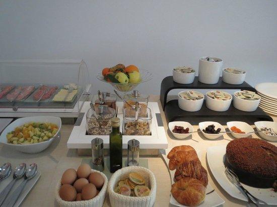 Hotel Due Mori: Healthy breakfast buffet.