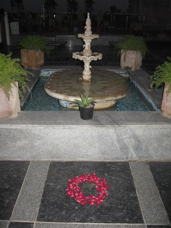 Hotel Taj Resorts: rooftop fountain
