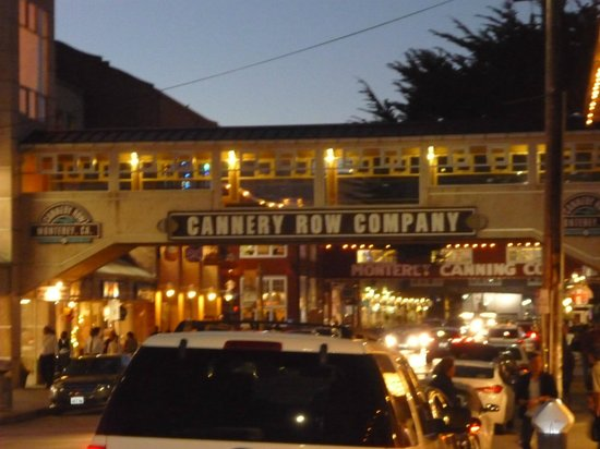 Spindrift Inn: Night time on Cannery Row