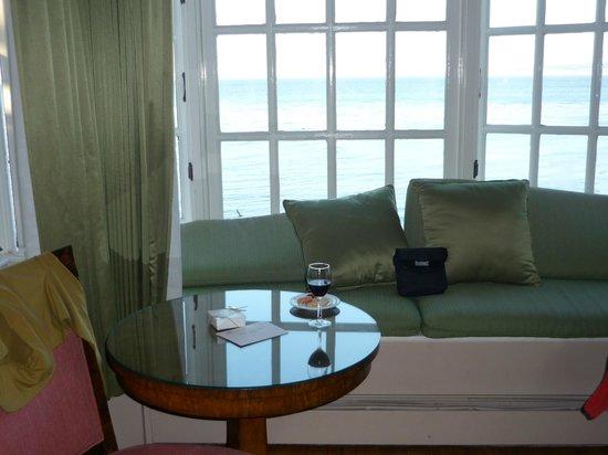 Spindrift Inn: Nice window seating 