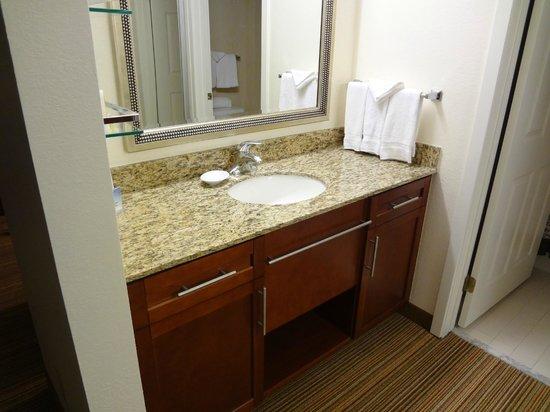 Residence Inn San Antonio Downtown/Alamo Plaza: Bathroom Sink