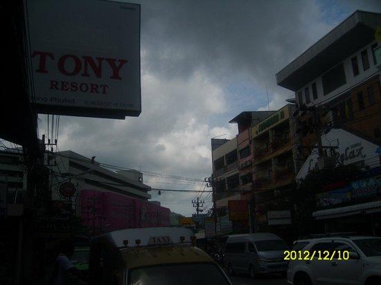 توني ريزورت: Hotelsign/street
