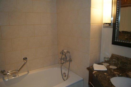 Corinthia Hotel Budapest: Ванная