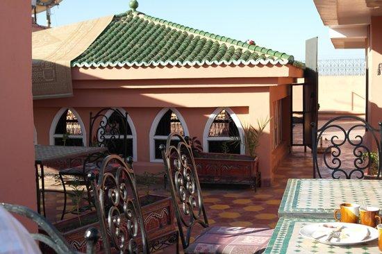 Moroccan House Hotel: Rooftop breakfast area