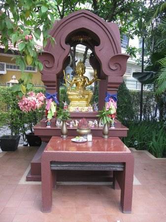 Tara Angkor Hotel: front shrine