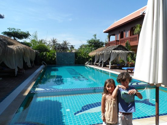 Delux Villa: Lovely poolside
