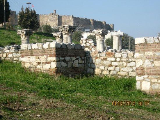 Nazhan Hotel & Cafe: Byzantine Aqueduct opposing to Nazhan Hotel