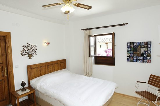 Nazhan Hotel & Cafe: Double room with balcony
