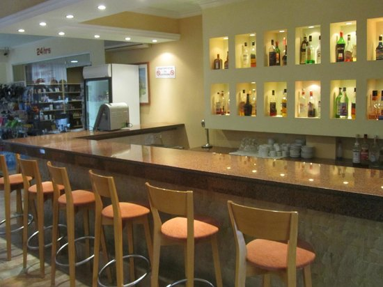Helios Bay Hotel: hotel bar
