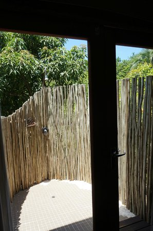 Zizi Lodge Leisure Bay: Outdoor Shower