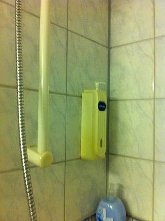 Rainbow Hotel : Dusche vergilbt