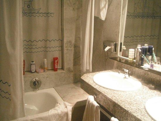 Cleopatra Palace Hotel: Bathroom