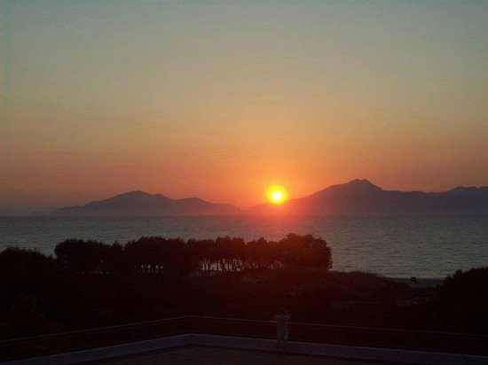 Caravia Beach Hotel: Lovely Sunsets