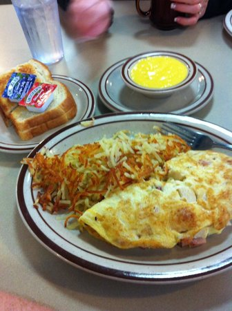 Apple Annie's: Omelet with sides